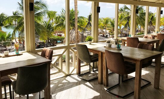 Our cosy setting with sea view!