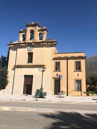 Castelluzzo, Italia: Vista frontale ....