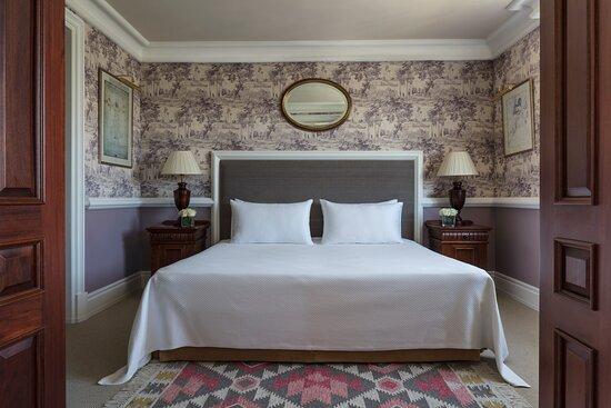 Anantara_Villa_Padierna_Palace_Benahavis_Marbella_Resort_Guest_Room_Suite_Room_Bedroom