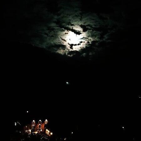 #noche en #Transilvania #night in #Transylvania  #moieciudesus  www.holatransylvania.com  #holatransylvania#Rumania#Transilvania#senderismo#senderismodemontaña#hiking#hikingadventures#trekking#drumetie#mountains#excursion#daytour#montaña#tradicion#Carpatos#dracula#draculascastle#tradiciones#alojamientosrurales#dayTours#Transylvania#Carpathians#mountain#Romania#romania🇹🇩