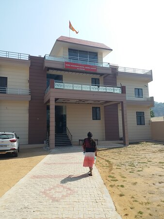 This place  is provide rooms and food. Parking  space more spacious. Rooms are new  and neat and clean  rathar  than others  dharmshala.
