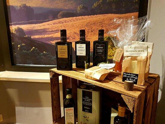 Erstklassige Olivenöle aus Italien und Griechenland gibt's im va bene am Marktplatz in Oberstdorf.