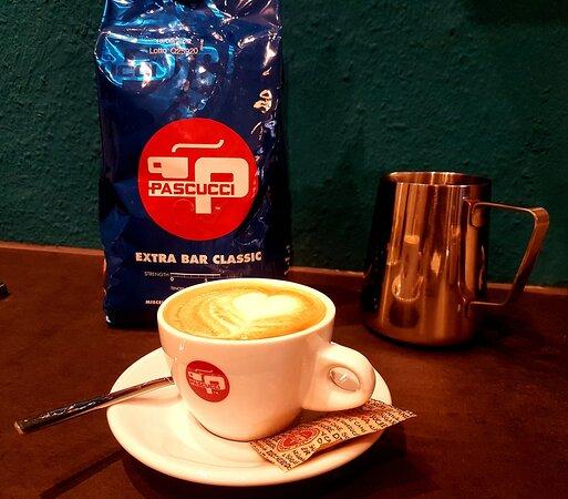Original italienischer Kaffee-Genuss im Café va bene am Marktplatz in Oberstdorf. Espresso der Kultmarke Pascucci und hochwertige Heumilch sorgen für den perfekten Geschmack