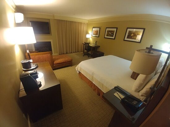 Deluxe Room at the Hotel Abrego in Monterey, CA (13/Mar/20)