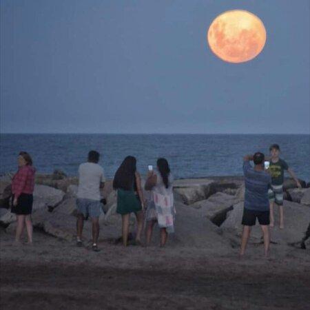 Fotos de la luna llena de Santa Clara del Mar. Una belleza !