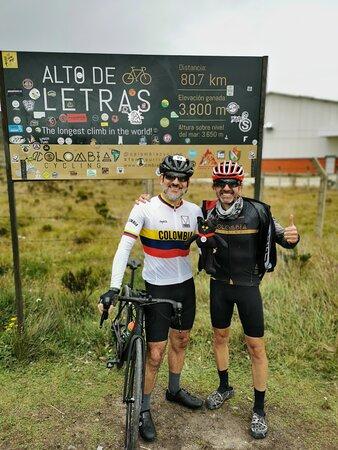 """""""Alto de Letras"""" Tour: The Longest Climb in the World: Compartiendo en la meta con el buen Tomás."""