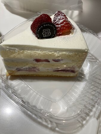 Went on an excursion thru china town in Las Vegas and ran into this gem of a bakery. The explosion of desserts and drinks blew my mind. I had to taste the strawberry cake and I was instantly in Love. Oh the creme frosting was so smooth and not sugary I was in heavenly bliss eating this. My friend enjoyed her slice and we bought ours to go but dined in. Amazing desserts here. They have limited seating here in China town and desserts to die for. My chai tea was sweeter than the cake. I loved it