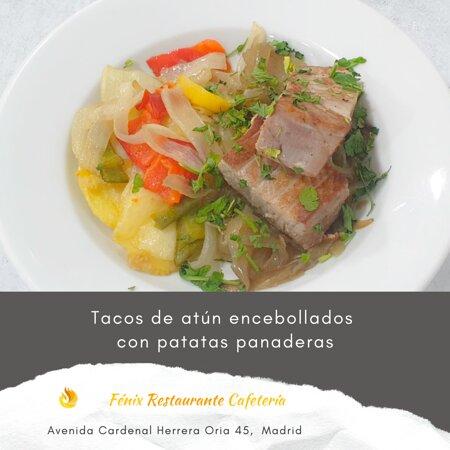 Tacos de atún encebollados con patatas panaderas