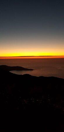Visão da parte superior do pico do papagaio antes do sol nascer
