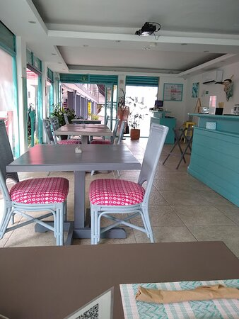 Cheerful & pleasant, colorful - tastefully designed and decorated