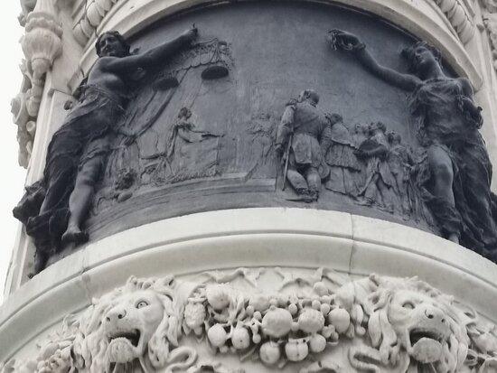 Monumento a María Cristina de Borbón
