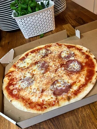Stare Babice, Polska: pizza