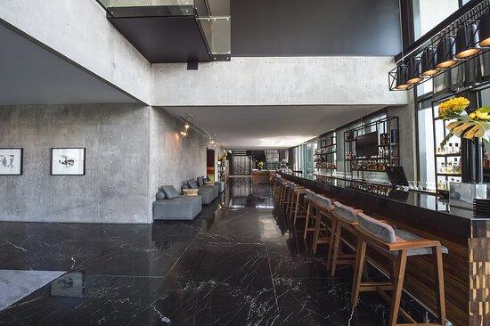 Serrano Station Bar
