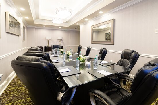 Live Oak meeting room is perfect for those smaller meetups