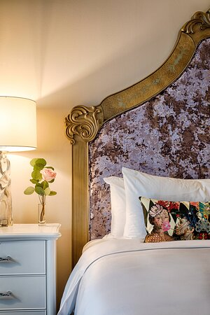 Three Muses - King Guest Room