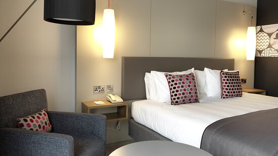 Modern standard room with toiletries, free Wi-Fi and safe