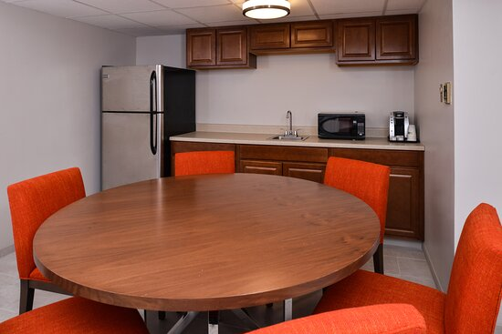 Large Suite perfect for families or meetings.