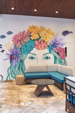 Waikiki Malia By Outrigger Courtyard Mural
