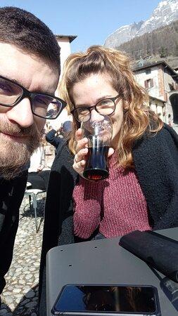 Al soleeeeeeeeeee! C'erano meno gradi che a Milano, ma percepiti molti di più! I tavolini al sole del Kuerc ci hanno permesso di godere di quella fantastica giornata!!