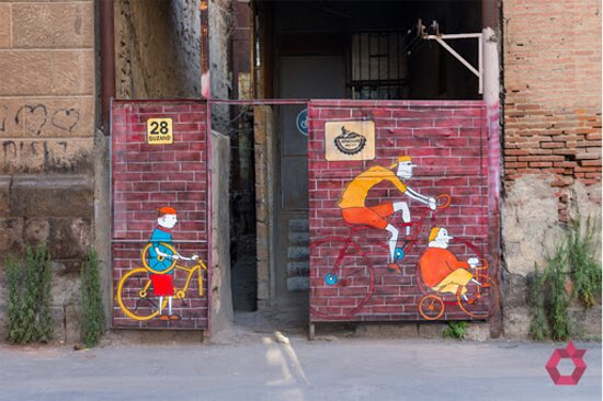 In Yerevan, every street corner or urban arches has its own story.  Discover the hidden views of street corners in Yerevan fully painted with graffiti arts. They are not just ordinary passages – they are real works of art.🤩 Here are some paintings⬇️