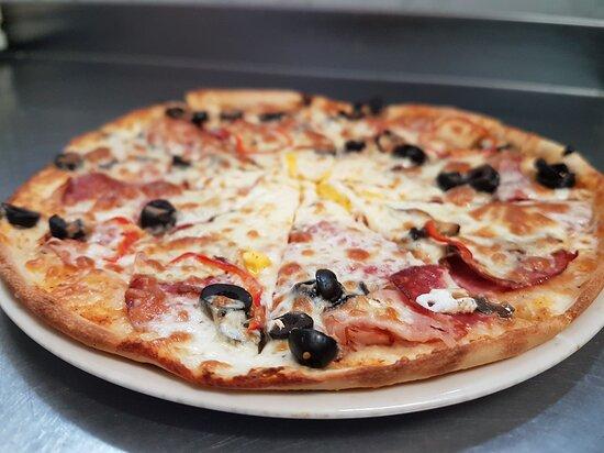 Baile Govora, Rumania: Restaurant Casade - pizza Capriciosa