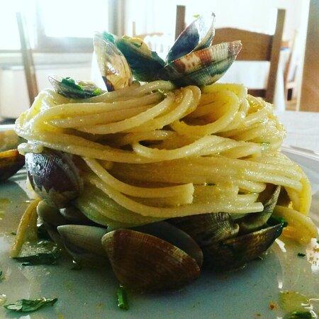 Spaghetti di gragnano alle vongole e bottarga