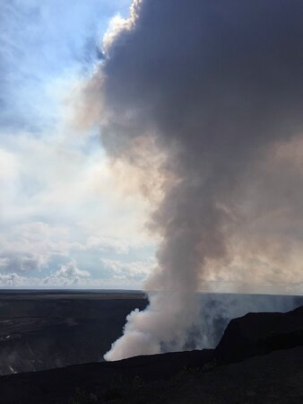 Volcano National Park Adventure From Kona: Smoke plume during the day! So cool!