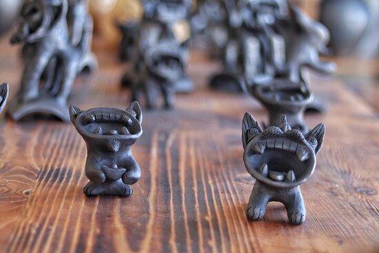 Yunnan Market Vegan Tour with Tile Cat Black Pottery Workshop