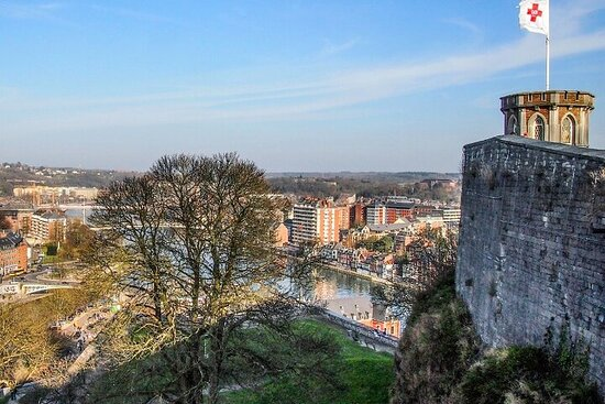 Discover Namur Self-Guided Urban Treasure Hunt in Namur