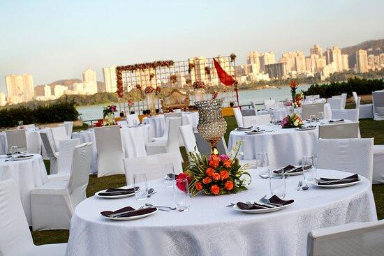 Renaissance Gardens - Reception Setup
