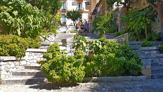 Taormina, Italy: Timoleone stair that you meet long the way to Greek Theater