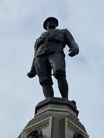 Bagnolo Mella, Taliansko: Monumento ai caduti delle grandi guerre, bella e fiera statua di un Alpino.... Monument to the fallen of the great wars, beautiful and proud statue of an Alpine ...