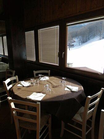 Tavolo veranda con vista piste