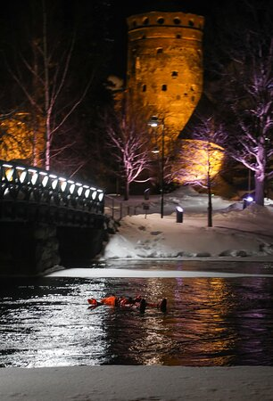 Ice-Floating Experience by Olavinlinna Castle in Savonlinna: Gone with the stream :D Photo: Pia Behm