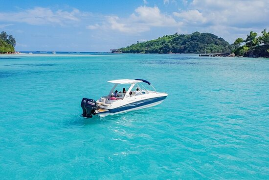 Private Boat Tour to Praslin and La Digue Island