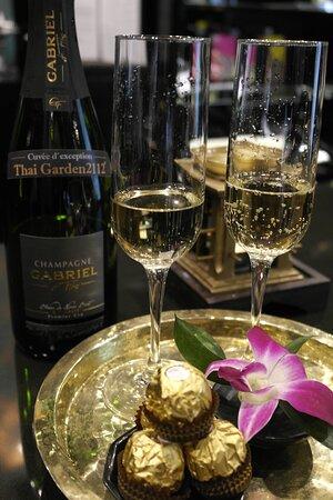 Champagne & Bombones en nuestro Ritual Luxury