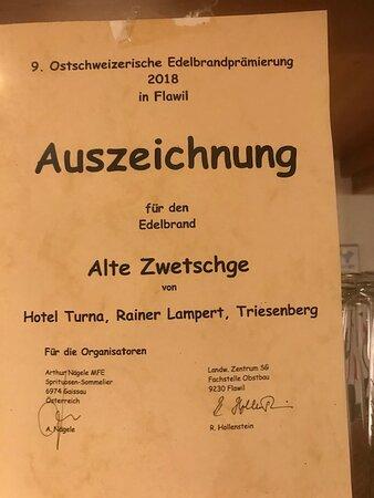 """Auszeichnung für eine """"Alte Zwetschge"""".  Ein sehr feiner Absacker."""