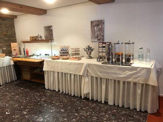 Das Frühstücksbuffet im Speisesaal