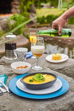 Nono, Ecuador: Siempre frutas frescas, leche ordeñada el mismo día, cafecito caliente Hacemos nuestros propios embutidos, cambiamos de platos fuertes cada fin de semana y nos gustan los animales!