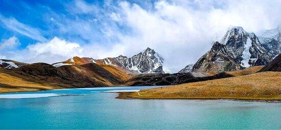 Gurudongmare lake