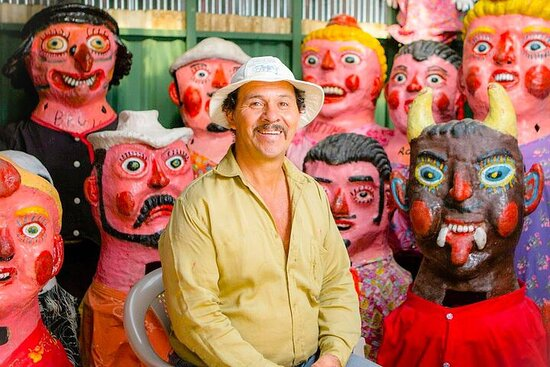 Pura Vida Experience: San José Tapas, Traditional Masks and Escazu...