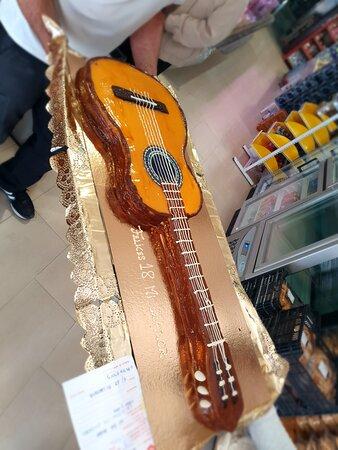 Tarta guitarra española.