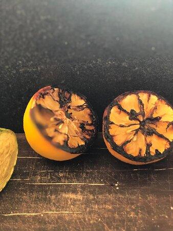 Brasilia, DF: Amamos legumes e frutas assadas e sabia que todos são orgânicos? Isso mesmo, tudo que assamos tem que ser o melhor e mais saboroso. estes limões sicilianos são de explodir os sabores na boca.