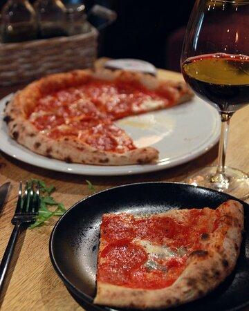 Что такое Италия? Это безумно вкусная пицца, невероятно простые, но превосходящие все ожидания паста, легкие десерты. Дань традициям во всем - это маленький секрет итальянцев.