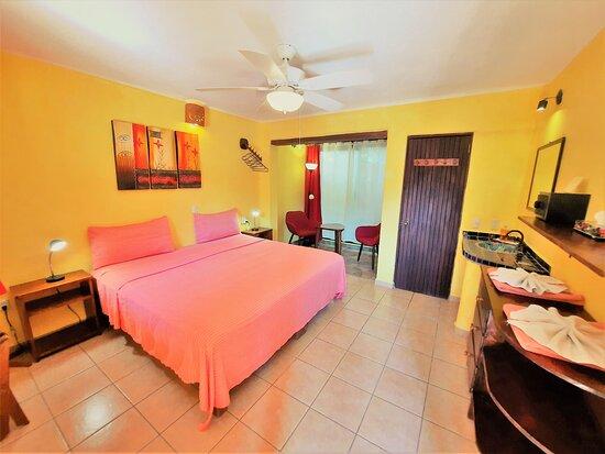 Double room - kingsize bed, privat bath, hot water, wifi, ceilling fann, cross breeze inside sitting area plus outside patio with hammock