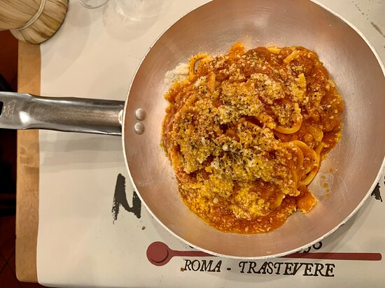 Nannarella - PIATTI - Tonnarello all'Amatriciana: buon piatto dal gusto deciso (porzione abbondante servita in una padella);