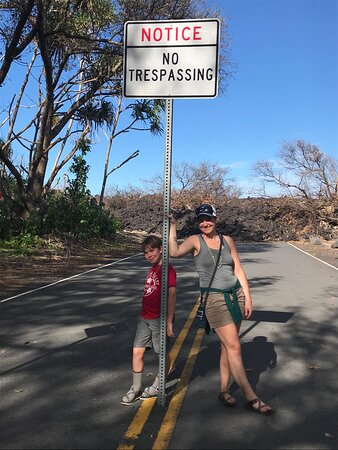 Volcano National Park Adventure From Kona: The road stopped here, because of the lava flow.