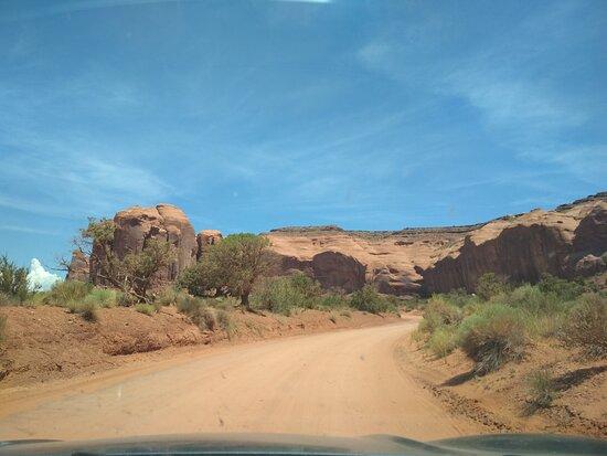 Sulla scenic drive a fianco della Spearhead Mesa