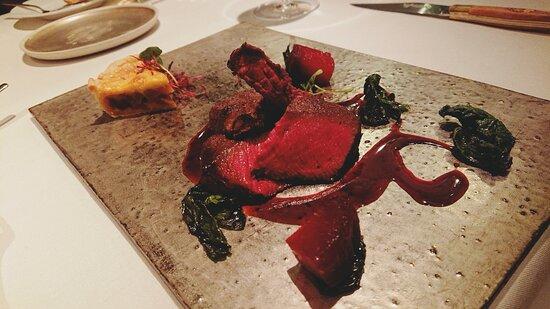 季節野菜のローストとタルトタタン 赤ワインのソース