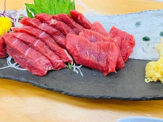 割烹 美さわ ポルトガルのワインと馬フィレステーキ、シーザーサラダ、馬刺し、稲庭うどん♪